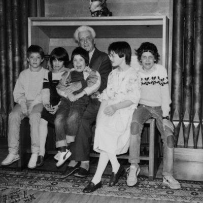 mit den Enkelkindern 1985