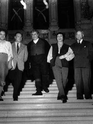 im Stiegenhaus der Wiener Staatsoper, Fidelio November 1955, mit Dr. Karl Böhm, Ludwig Weber, Martha Mödl, Heinz Tietjen